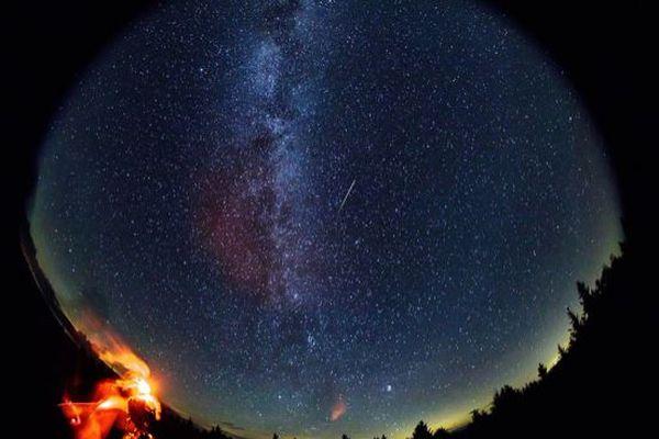 まもなくペルセウス座流星群のピーク、1時間に60個の流れ星が見られるかも