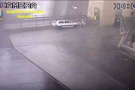 イタリアで起きた高速道の崩落事故、橋が崩れる瞬間の動画が公開される