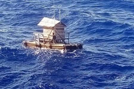 エンジンもオールもない船で孤独に漂流!49日後に保護された18歳