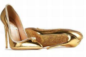 世界一高価な女性用の靴、236個のダイヤがちりばめられ、値段は19億円!