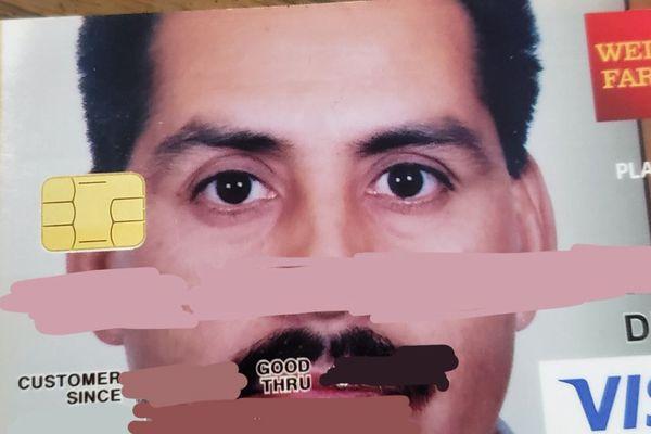 父親が誤って注文したクレジットカード、全面に大きな顔写真が表示され話題に