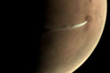 火星の火山付近に白い雲を確認、欧州宇宙機関が観測を続ける