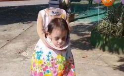 頭のない少女のハロウィーン衣装、リアルだとしてネットで注目を集める