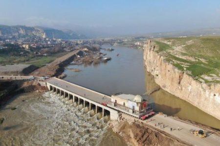 ダム建設による水没から逃れるため、トルコの歴史的建造物が引っ越し!作業映像が圧巻