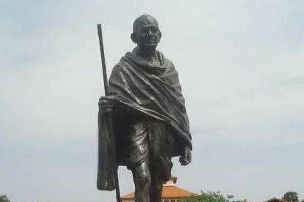 ガンジーは差別主義者だった?彼の像がアフリカの大学から撤去される