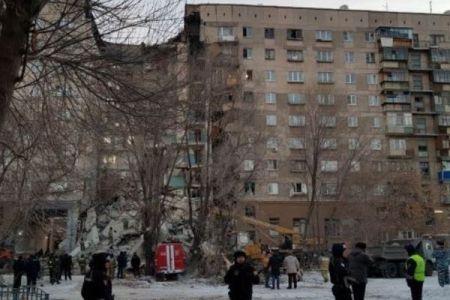 露で高層アパートが爆発、建物の一部が崩壊し79人が行方不明【現場動画】