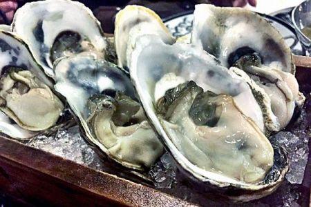 確率は1万分の1?NYのレストランで出された牡蠣から真珠を発見