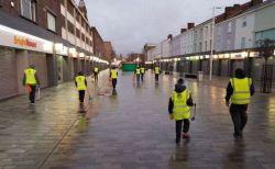 1月1日の早朝、イギリス中の町で1000人のイスラム教徒が清掃活動を行う
