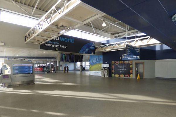 英空港でイスラム教徒が50回も警察から尋問を受ける、足止めの実態とは?