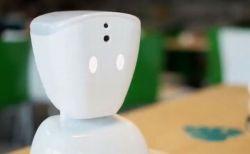 病気で学校に行けない子供が授業に参加でき、友達とも話せるロボットが活躍