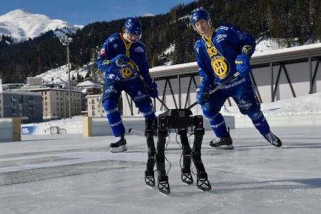 4本足のアイススケートを覚えたロボットが将来、人命救助へ