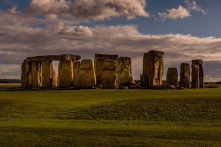ストーンヘンジのミステリーを解明?巨大な石がどこから来たのか明らかに