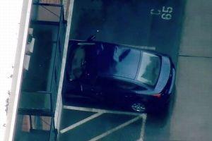 幼児が建物の6階から落下、車の屋根がクッション代わりとなり奇跡的に助かる