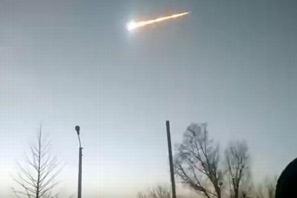 チェリャビンスク隕石の再来か?シベリアで巨大な彗星が閃光を放ち消えていく