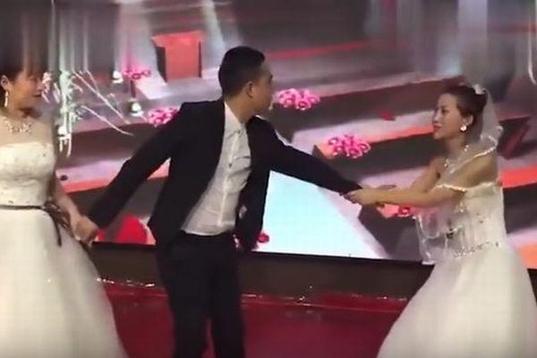 結婚しないで…中国で式場にドレスを着た元カノが登場、新郎を引き止める
