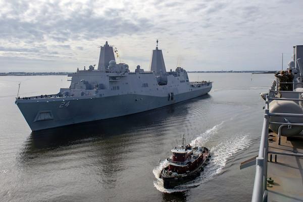 米軍艦USS アーリントンの女性トイレに盗撮カメラ、軍は捜査開始