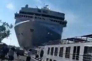イタリアで豪華客船が岸壁に衝突、巨大な船体が迫ってくる動画が恐ろしい