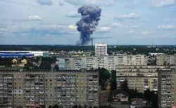 ロシア上空に不気味なキノコ雲、爆弾製造工場が爆発し人々がパニックに【動画】