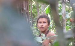 アマゾンで暮らす絶滅寸前の非接触部族、その男性の貴重映像が撮影される