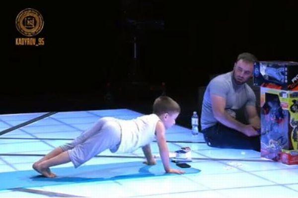 6歳の男の子が腕立て伏せで世界記録、2時間で4000回以上も行う