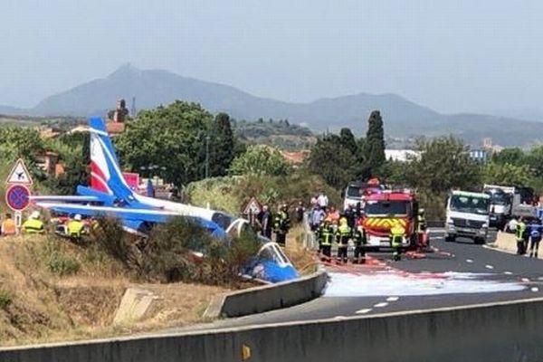 仏空軍のアクロバットチーム、パフォーマンス中に1機が墜落