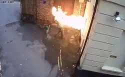 ユダヤ教のシナゴーグに放火をした男、自ら炎に飲み込まれるwww