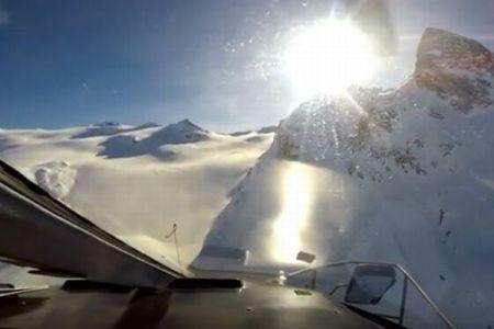 アルプスで飛行機とヘリが衝突、当時の映像を撮影していたGoProが発見される