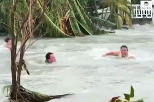 ハリケーン「ドリアン」、洪水に流されそうになる人々の映像がショッキング