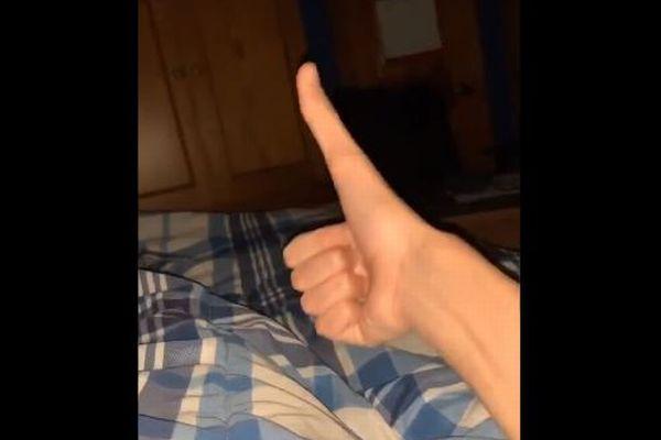 米青年の非常に長い親指、ネットに動画を投稿して話題に