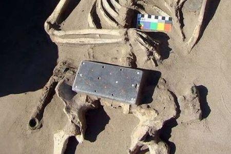ロシアの遺跡からiPhoneを発掘?ユニークな古代の装飾品が話題に