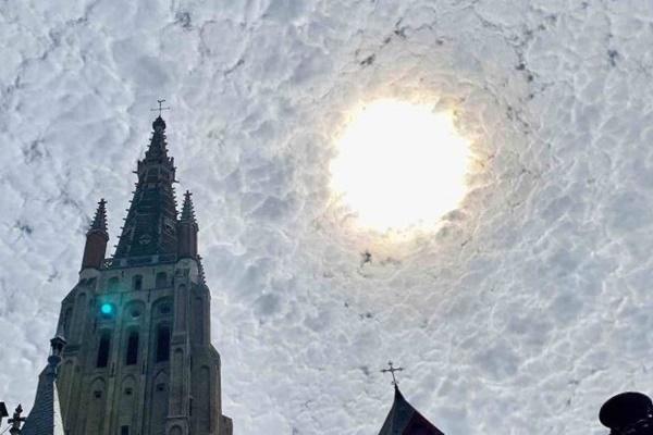 まるでゴッホの絵画のよう!ベルギーで撮影された太陽の写真が不思議