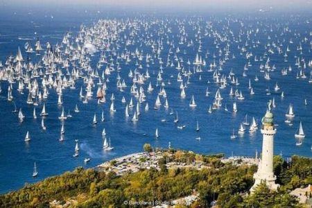 イタリアで開催されたヨットレース、2000隻以上が集結した光景が壮観