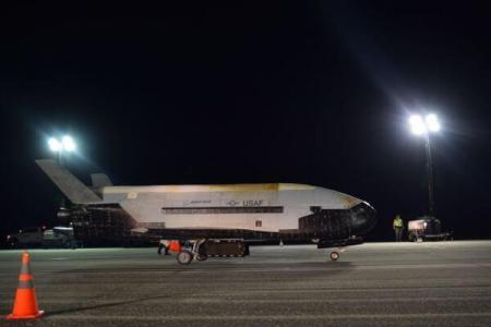 米空軍の無人スペースプレーンが780日間の飛行を終え、地球へ帰還