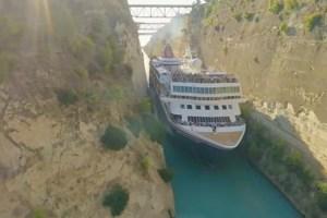 その差わずか2m、巨大な客船が狭い運河を通過する動画がスリル満点
