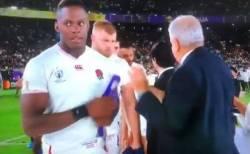 ラグビーW杯:イングランドの選手がメダル拒否、批判が相次ぐ