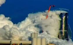 スペースX社「Starship Mark 1」が実験中に爆発、機体が白煙に包まれる