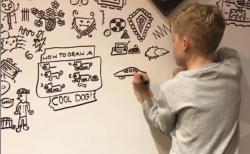 落書きの問題児9才が、レストランからインテリアデザインの仕事依頼を受ける