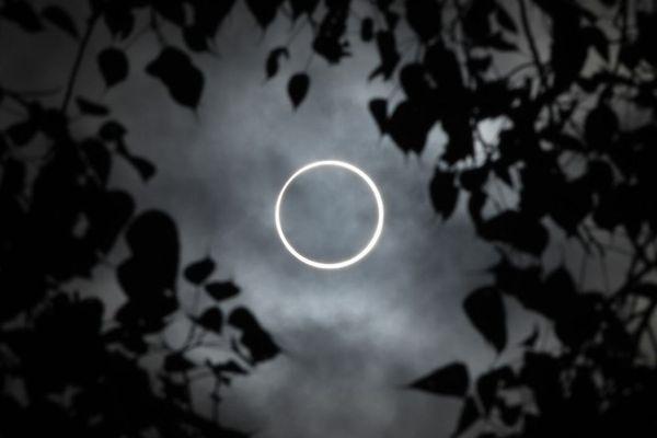 インドやインドネシアなどで金環日食、「炎の指輪」を観測