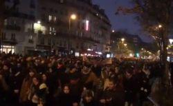 マクロン大統領の年金改革に反対し、フランス各地で大規模デモが発生