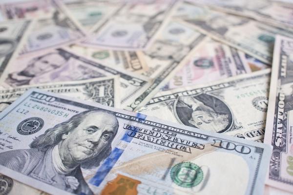 銀行が手違いで客の口座に3700万ドル(約40億円)を振り込んだ