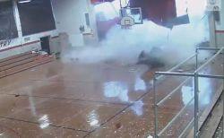 米の小学校でマイクロバーストが発生、体育館の屋根や壁が吹き飛ぶ【動画】