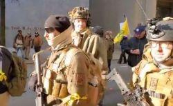 米で銃規制に反対する人々が集会、ライフルや拳銃を手に数万人が街を練り歩く