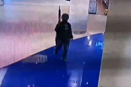 タイのショッピングモールで銃乱射事件が発生、犠牲者は20人以上【動画】