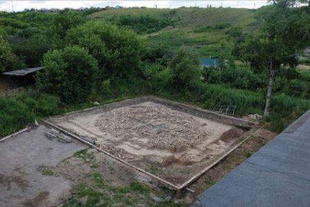 60体のマンモスの骨で造られた氷河期時代の巨大な構造物、ロシアで発見