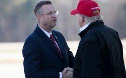 トランプ大統領も感染か?新型コロナが疑われる議員と握手していた!