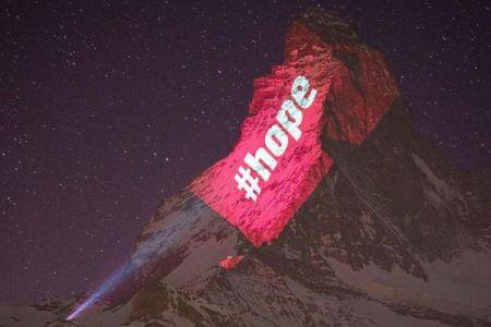 マッターホルンがライトアップ!新型コロナで苦しむ人々へ希望のメッセージ
