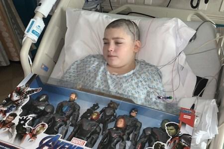 バットマン好きの12才が脳手術、本物の作画家がマンガで応援