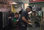 ウイルス蔓延のニュージャージー州で、ボン・ジョヴィがレストランの皿洗いをしていた
