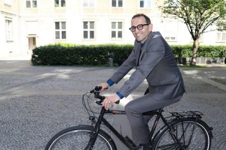 ドイツ・ベルリンの区長、免疫を得るため自主的に新型コロナに感染
