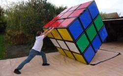 巨大ルービックキューブ、執念のパズルマニアがギネス記録を奪回